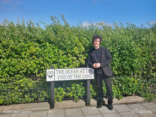 """The Ocean At The End Of The Lane By Neil Gaiman: Neil Gaiman A Inauguré """"sa"""" Rue"""